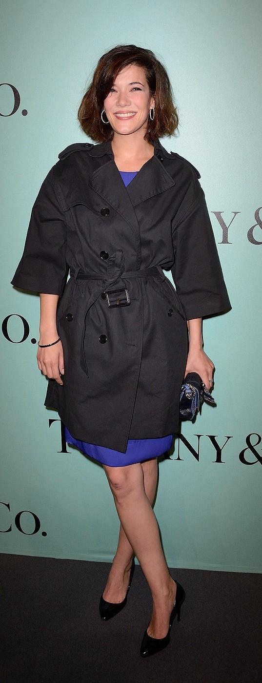 Necítila se snad francouzská herečka Mélanie Doutey ve svých šatech dostatečně sexy, že je takřka po celou dobu večírku kryla trenčkotem od Gérarda Darela? Nejenže nevynikly šaty, ale zanikl tak i Tiffany náramek Metro a kruhové náušnice z 18karátového bílého zlata ze stejné kolekce.