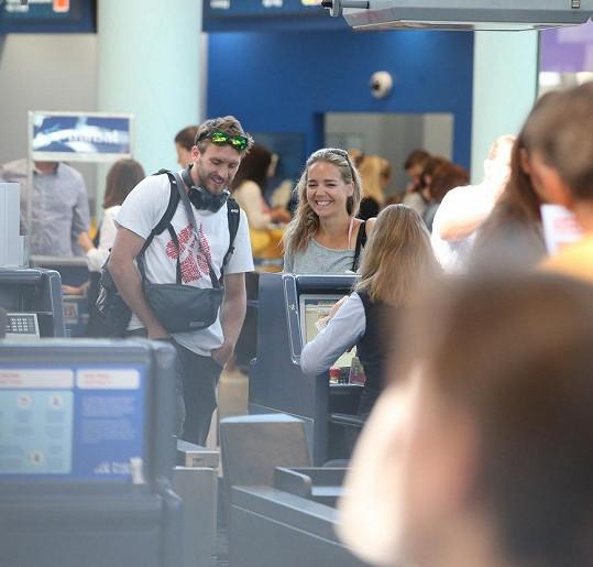 Fotografové je zachytili na letišti Ruzyně.