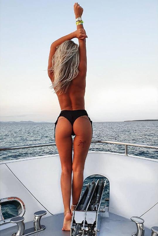Nela Slováková se na jachtě vystavovala nahoře bez.