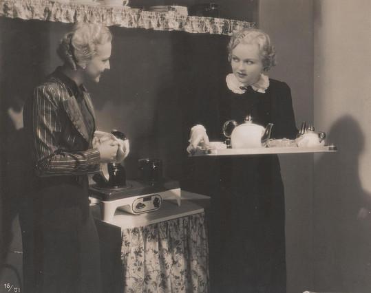 Se Zitou Kabátovou ve Slavínského populárním filmu Rozkošný příběh (1937).