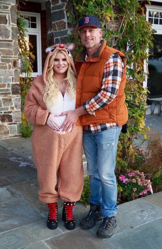 V převleku za vánočního soba maskovala těhotenské bříško.