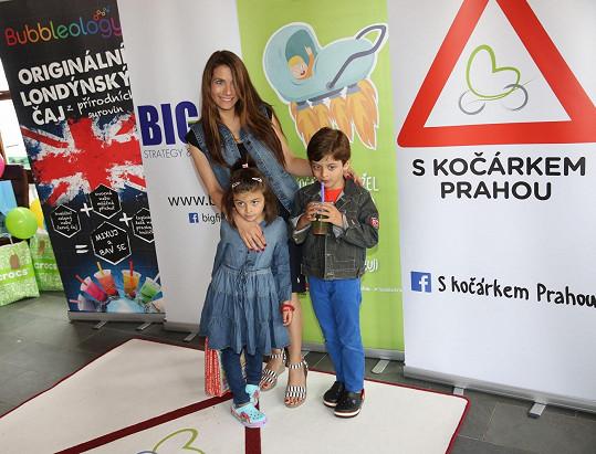 Eva Decastelo se synem Michalem a dcerou Zuzanou