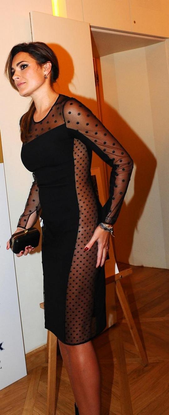 Alena Šeredová byla v koktejlkách neskutečně sexy.