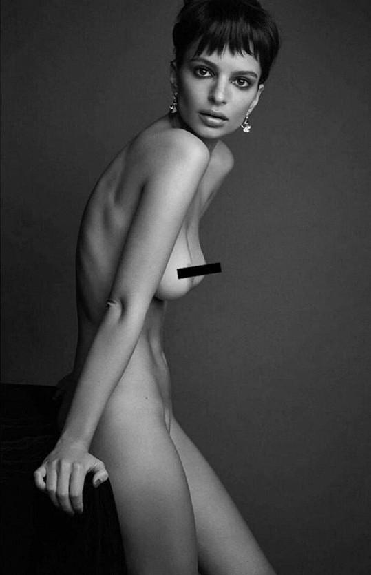Emily Ratajkowski se ukázala nahá. Bohužel to nevypadalo hezky..