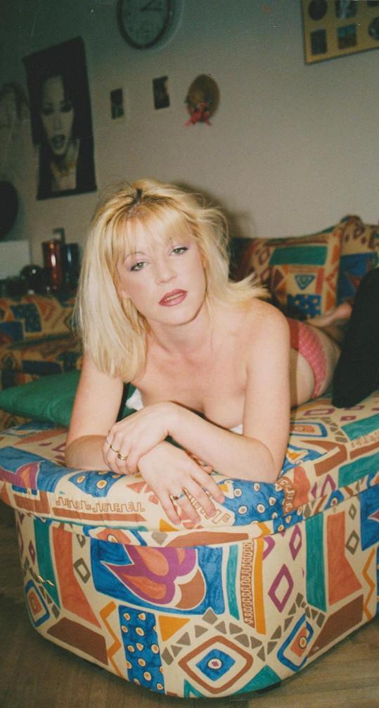 Zpěvačka Karya na peprné archivní fotce z devadesátých let...