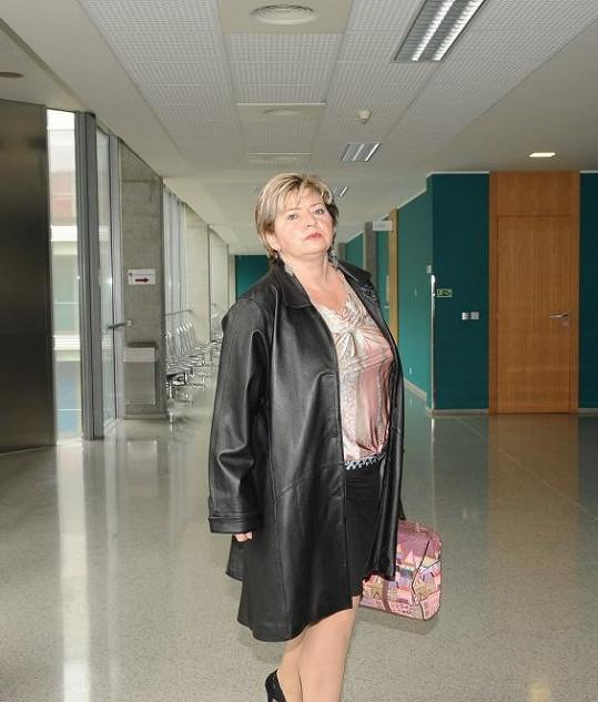 Líčení se coby poškozená zúčastnila právnička JUDr. Věra Sedloňová.