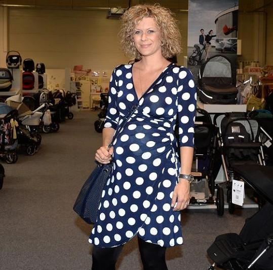 Kateřina Stočesová bude brzy dvojnásobnou maminkou. Proto vyrazila na nákupy výbavičky.