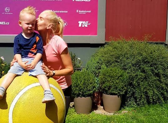 Mají syna Sebastiana, který se aktivně věnuje tenisu.