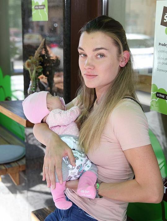 Nicole se dceři oddaně věnuje.