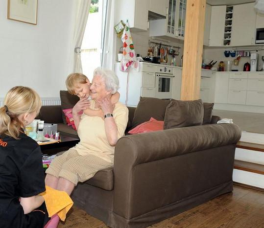 Babička Agáty slaví 90. narozeniny.