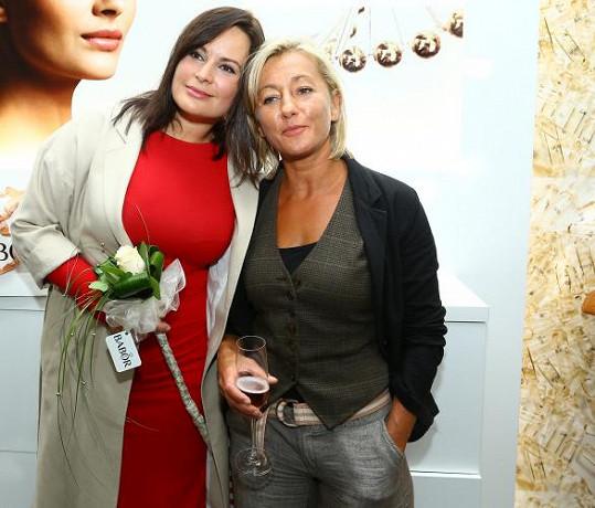 Vanda Hybnerová s kamarádkou Jitkou Čvančarovou
