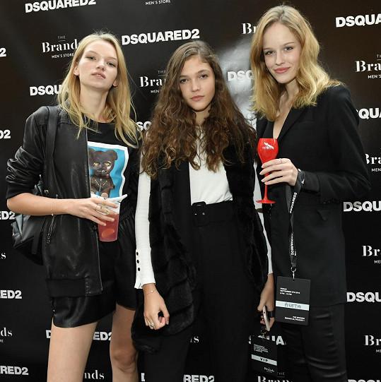 s kolegyněmi Janou Tvrdíkovou a Evou Klímkovou jsou kamarádky.