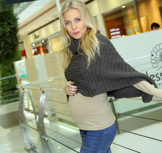 Těhotná Michaela Ochotská vyrazila za nákupy.