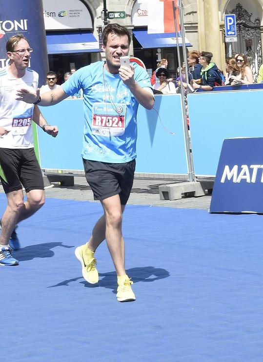Leoš Mareš běžel v rámci Pražského maratonu štafetový závod.