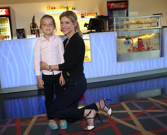 Jitka vzala dceru do kina.