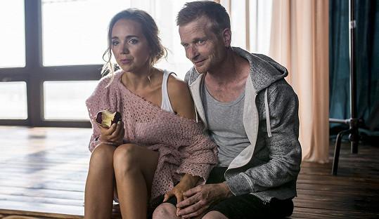 Vondráčková natáčela s Hádkem nový klip. Plekanec ale pracovním návštěvám v bytě neuvěřil.