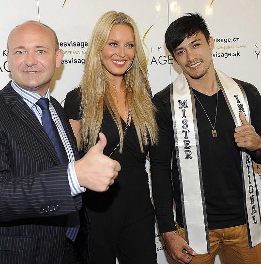 Neil s šéfem soutěže Muž roku Davidem Novotným a Simonou Krainovou