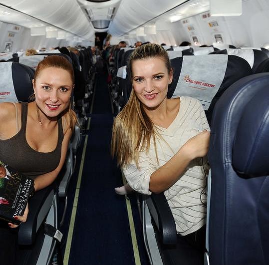 Romana a Veronika v letadle směr Fuerteventura.