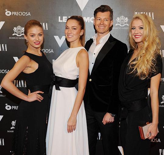 Vítězky České Miss 2016 s majitelem klubu Viktorem Fischerem