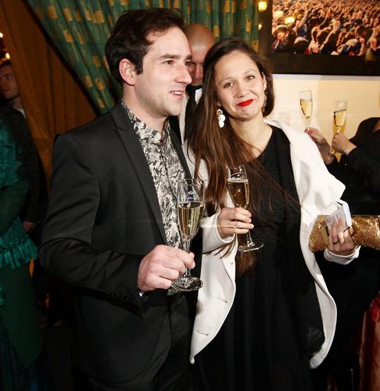 Matouš Ruml s manželkou Terezou na slavnostní premiéře filmu Zoufalé ženy dělají zoufalé věci