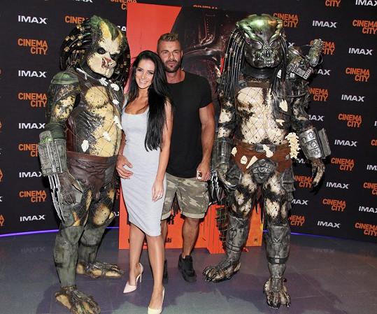 Pár vyrazil na slavnostní premiéru nového filmu Predátor: Evoluce.