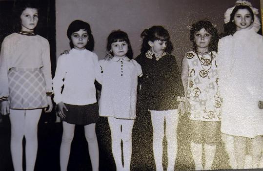 Lucie Bílá (druhá zleva) jako dítě nosila krátký sestřih.