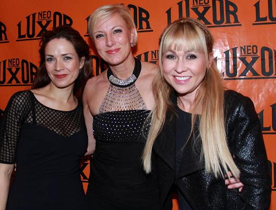 Renata Drössler křtila nové album Motýl něhy uletí. Za kmotry měla Terezu Kostkovou a Kateřinu Kairu Hrachovcovou.