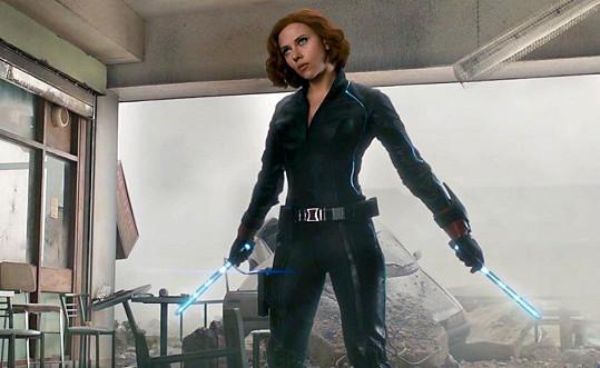 Scarlett Johansson ve filmu Avengers: Age of Ultron. Tady jí to slušelo mnohem více.