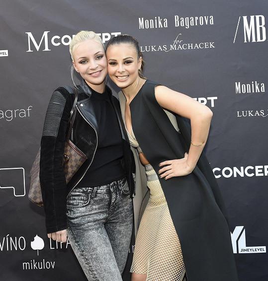 Konvičková se s Bagárovou sblížila během jejich působení v SuperStar.
