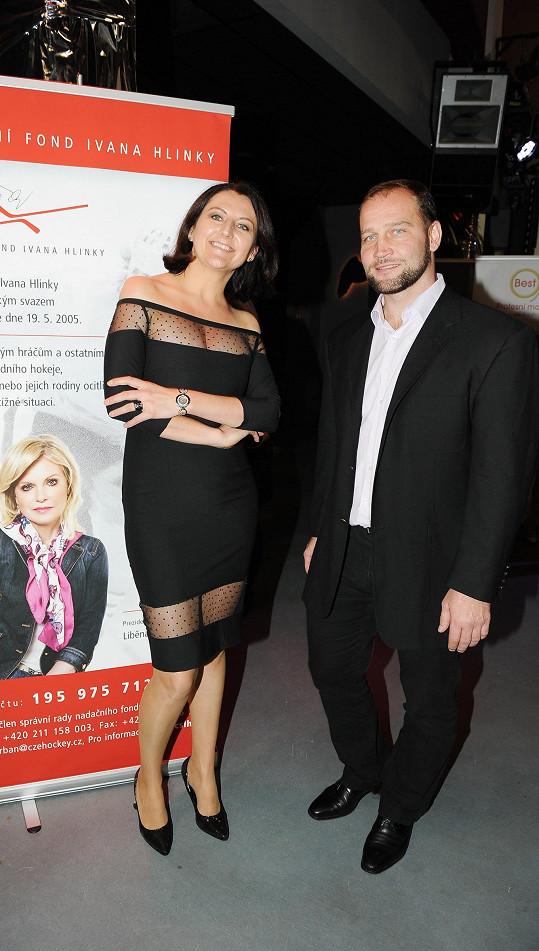 Za nadační fond Ivana Hlinky přišel Jiří Šlégr, na snímku se šéfredaktorkou magazínu Michaelou Lejskovou.