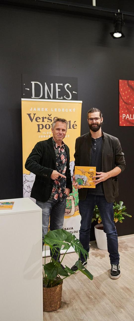 Janek Ledecký se synem Jonášem představili společný projekt, knížku básniček pro děti Verše potrhlé.