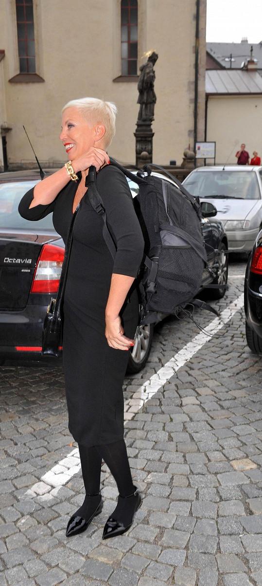 Kateřina si místo kufru do Náchoda přivezla obří batoh.