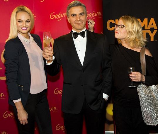 Fajksovou opět nedoprovázel přítel, a možná právě proto ji zaujal voskový George Clooney.