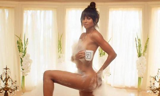 Ciara se rozhodně nestydí, v jednom ze svých klipů se ukázala i nahá ve vaně.