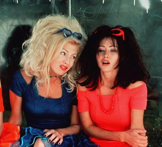 Jennie a Shannen v jedné ze seriálových netamorfóz