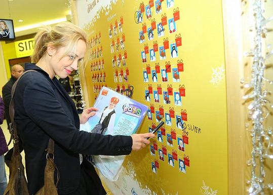 Petra Hřebíčková vybírala dárek pro chlapce z Milovic.