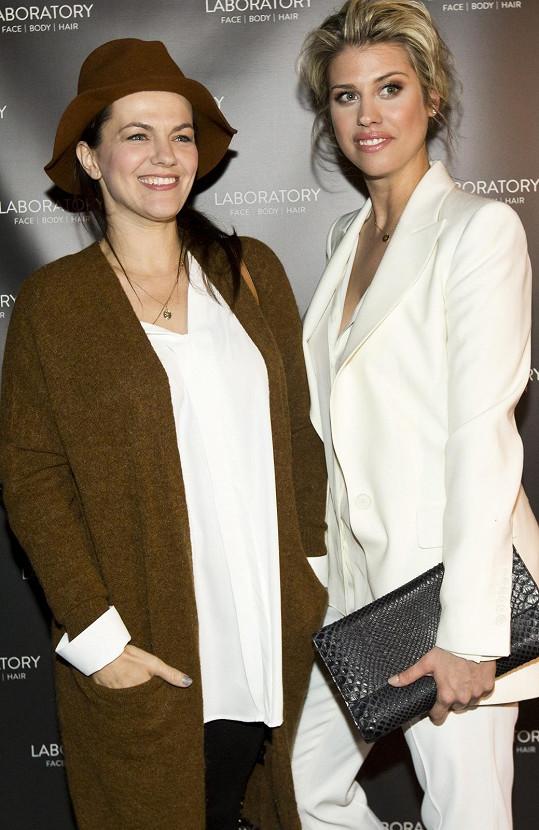 Rockerka Marta Jandová s bývalou modelkou Terezou Brabcovou, dcerou herečky Veroniky Freimanové