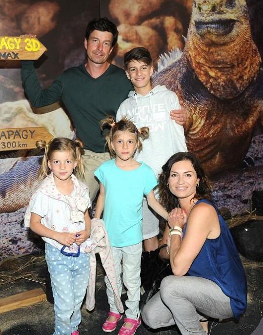 Hanka Kynychová se svou početnou rodinou