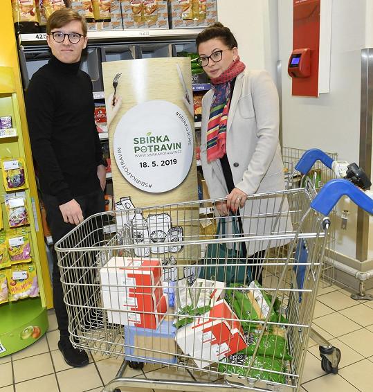Podpořili tak charitativní akci, která v těchto dnech probíhá v českých supermarketech.