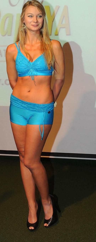 Barbora Mottlová se na párty producírovala v plavkách.