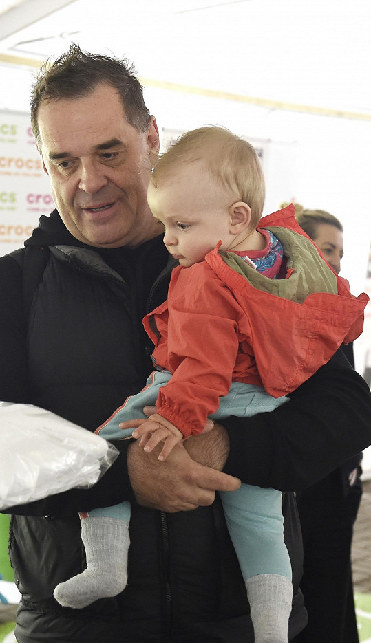 Mirek s jedenáctiměsíčním synem Samuelem