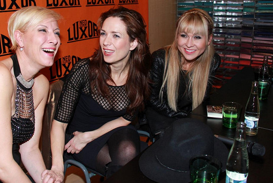 Renata Drössler, Tereza Kostková a Kateřina Herčíková si měly co říct. Kostková zvolila odvážný model.