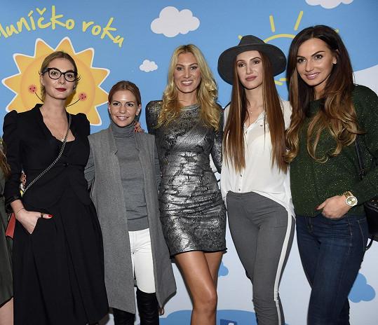 Na finále Sluníčko roku 2017 ji přišly podpořit kamarádky Eliška Bučková, Tereza Zimová a A.N.D.U.L.A.
