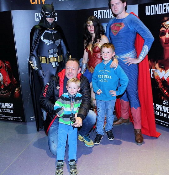 Michal Dvořák vzal syny do kina.