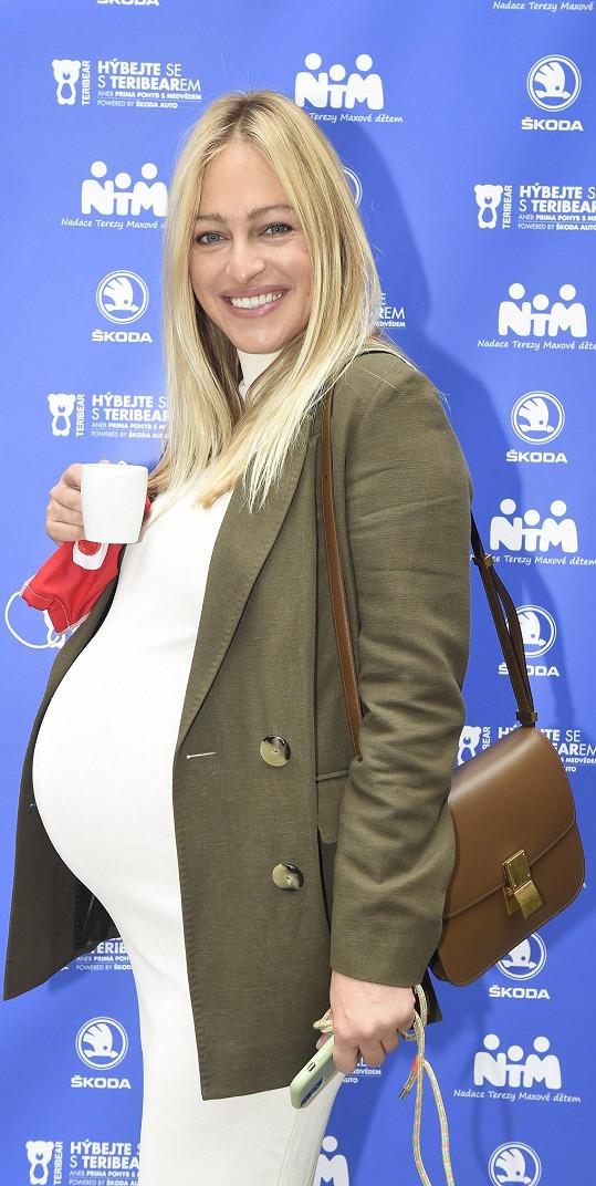 Ještě týden před porodem se zúčastnila charitativní akce Terezy Maxové. Šlo o její srdcovou záležitost.