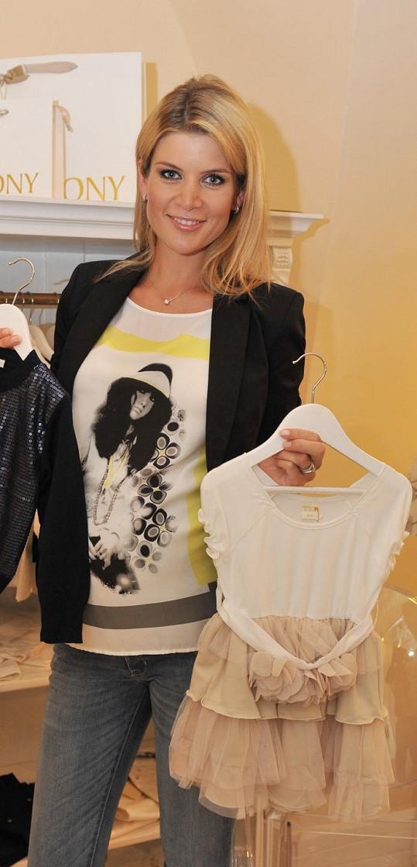 Iveta Vítová už vybírá oblečky pro miminko.