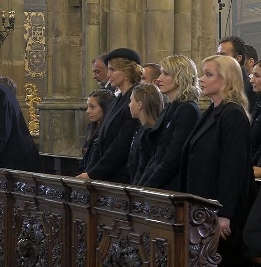 Dominika Gottová (vpravo) na zádušní mši za Karla Gotta v katedrále svatého Víta