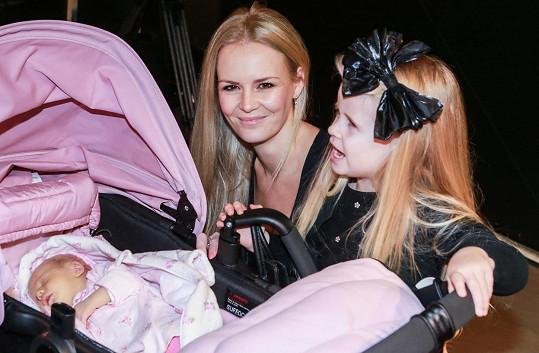 Lucie Hadašová s dcerou Deniskou a malinkou dcerou Vanesskou