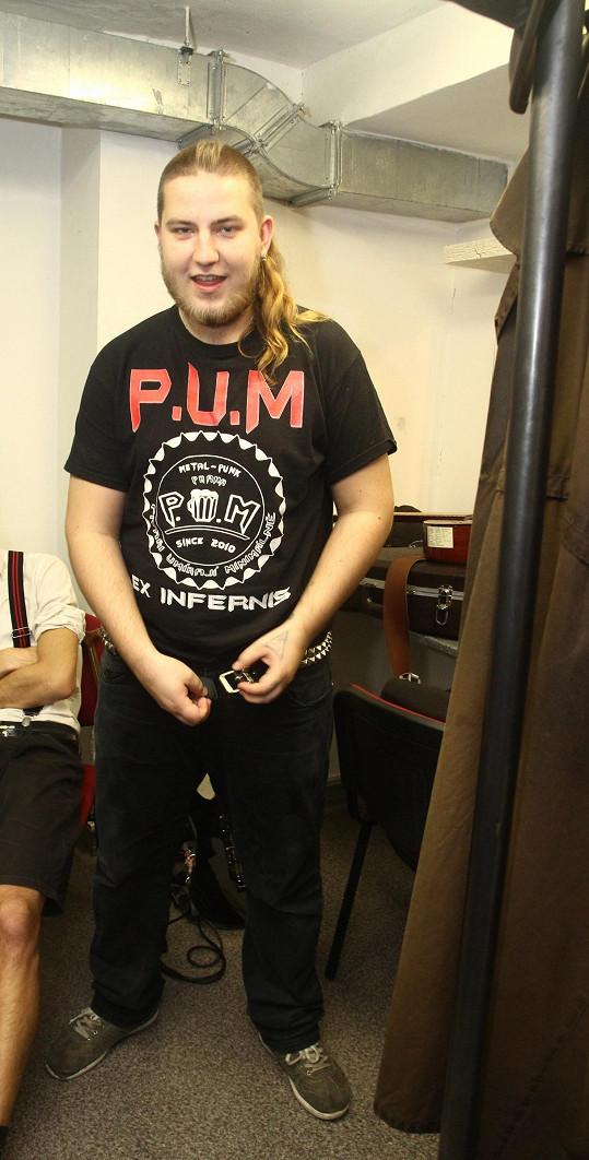 Má punkovou kapelu P.U.M.