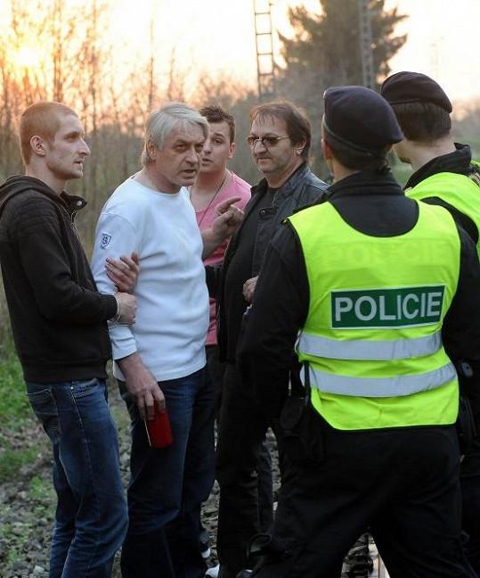 Obořil se na hlídkující policisty.
